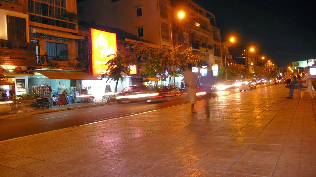 Phnom Phen by night!